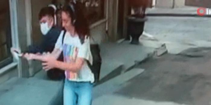 Genç kız Taksim'in göbeğinde şoku yaşadı