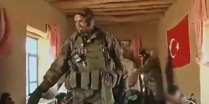 Girdikleri evde Türk bayrağını gören Fransız askerler şaşkına döndü