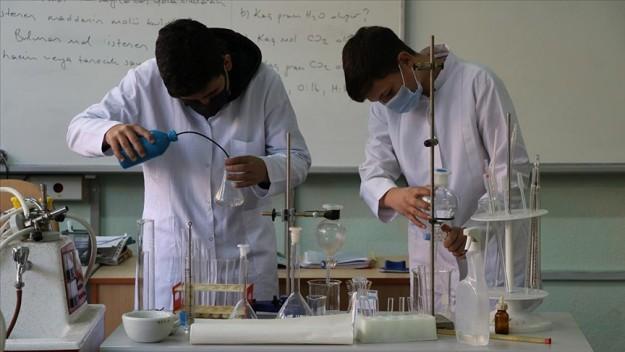 Hijyen malzemeleri üreten lisenin yıllık cirosu 1 milyon lira