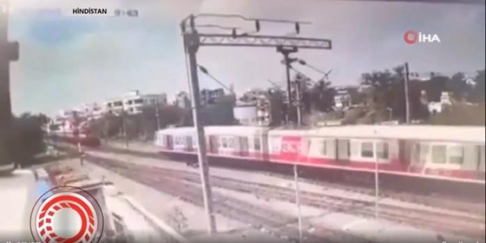 Hindistan'daki tren kazasının çarpışma görüntüleri ortaya çıktı