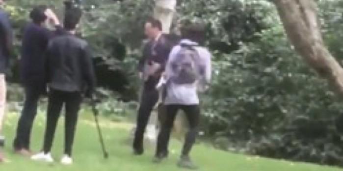 İrlanda Başbakan Yardımcısı'na şok! Bir kadın tarafından sulu saldırı yapıldı