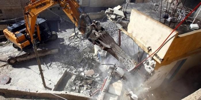 İşgalci İsrail, Kudüs'te ve El Halil'de Filistinlere ait evleri yıktı