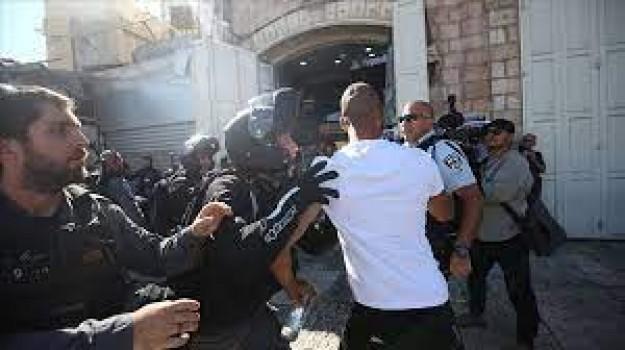 İsrail polisi, aşırı sağcı Yahudilerin Hazreti Muhammed'e hakaretini protesto eden Filistinlilere müdahale etti