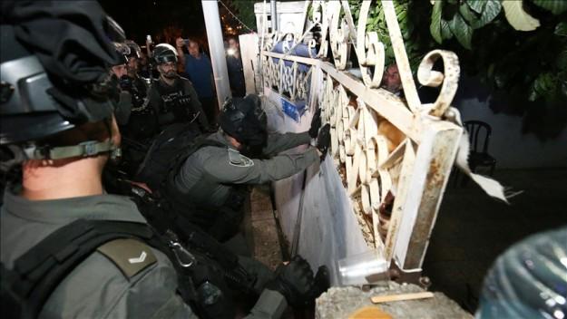 İsrail polisi, Doğu Kudüs'te Filistinli ailenin evine zorla girdi