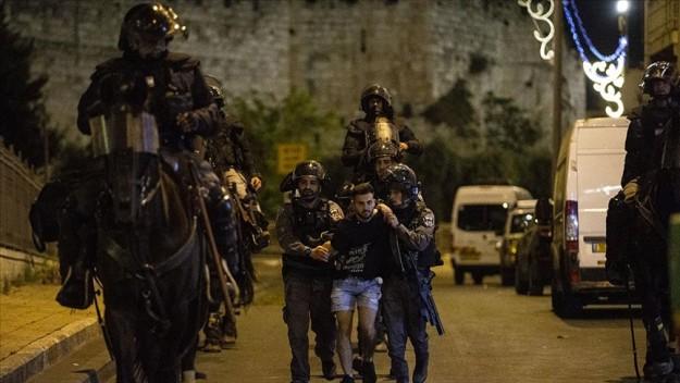 İsrail polisi Mescid-i Aksa'daki teravih namazı sonrası Filistinlilerin üzerine TOMA'lardan foseptik suyu sıktı