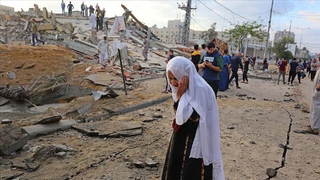 İsrail savaş uçakları, Gazze'nin orta ve güney kesimlerinde iki evi bombaladı
