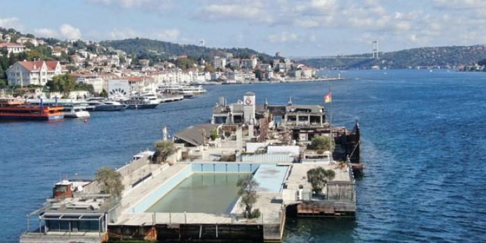 İstanbul Boğazı'nın ortasında moloz yığını