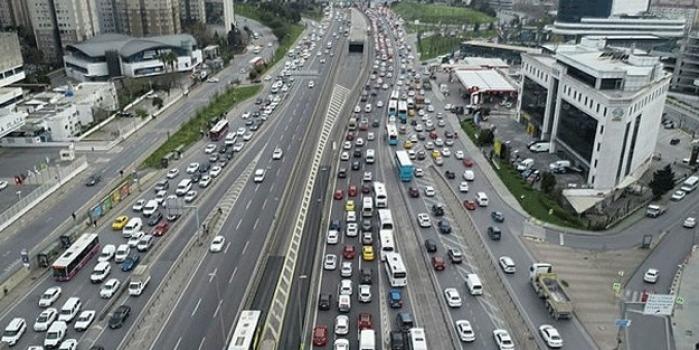 İstanbul'da trafik yoğunluğu yüzde 74'e yükseldi