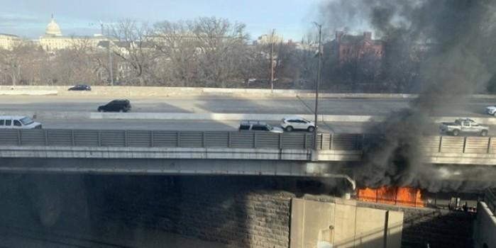 İyice paranoyak oldular! ABD kongre binası yakınlarındaki yangın paniğe neden oldu