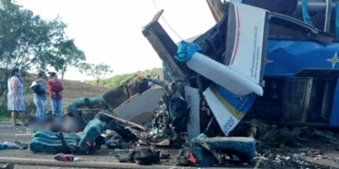 Katliam gibi kazada 37 kişi öldü, 15 kişi yaralandı
