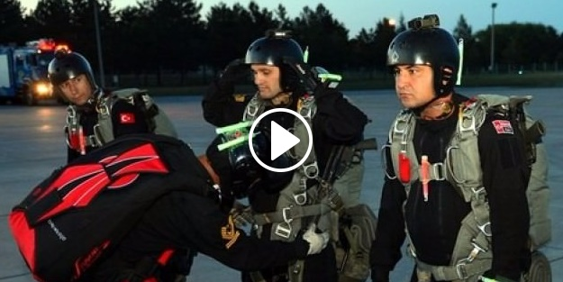 Komandolardan gece tatbikatı: Düşmanın gerisine sızdılar