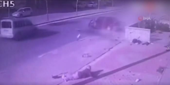 Korkunç kaza! Oğlu ve eşi gözlerinin önünde can verdi