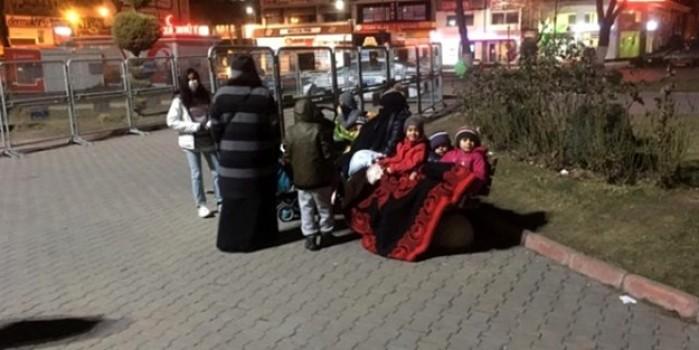 Korkutan deprem Malatya'da halkı sokağa döktü