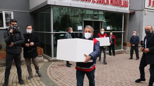 Kovid-19 aşılarının sağlık çalışanlarına yapılmak üzere hastanelere dağıtımına başlandı