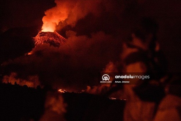 La Palma Adası'nda volkandan çıkan lavlar 33 günde 2 bin 185 binayı kül etti