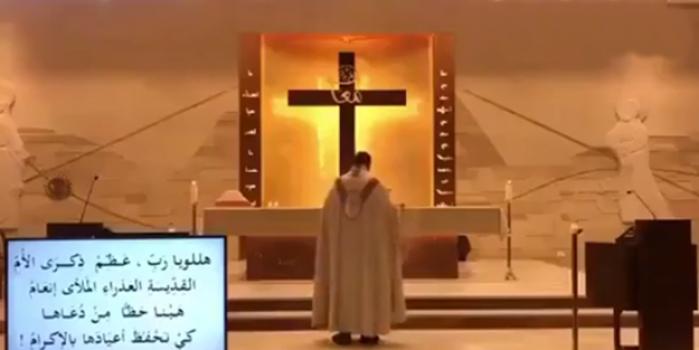 Ayin yapan Papaz Beyrut'taki patlamaya böyle yakalandı