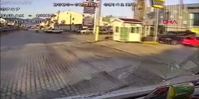Makas atan sürücü araçtan böyle fırladı