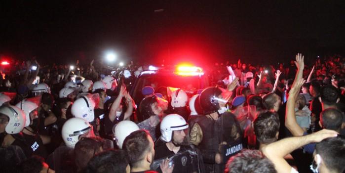 Manavgat'ta yangın çıkarma şüphesi mahalleyi ayaklandırdı! Bölgeye ekipler sevk edildi