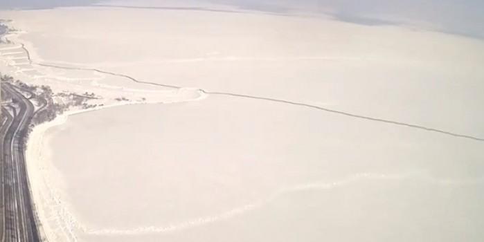 Michigan Gölü'nde buz kütlesi böyle kırıldı