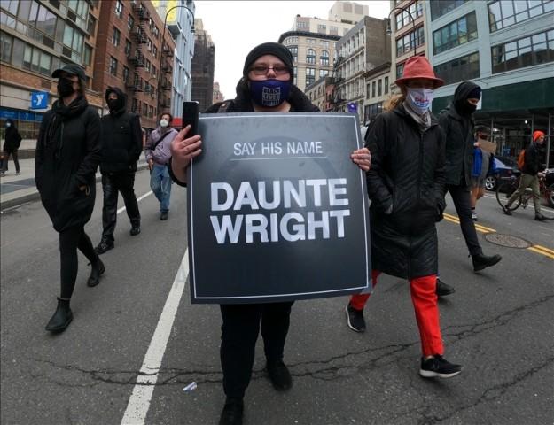 Minneapolis'te siyahi gencin polis kurşunuyla hayatını kaybetmesi New York'ta protesto edildi