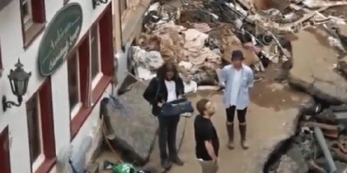 Muhabirden sel bölgesinde skandal hareket! İfşa olunca kovuldu