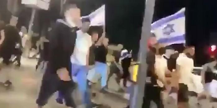 Müslümanlara ölüm sloganları attılar