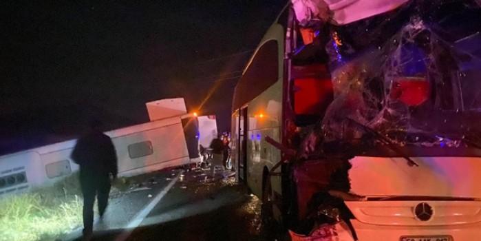 Öğrencileri taşıyan iki otobüs kaza yaptı: Çok sayıda yaralı var!