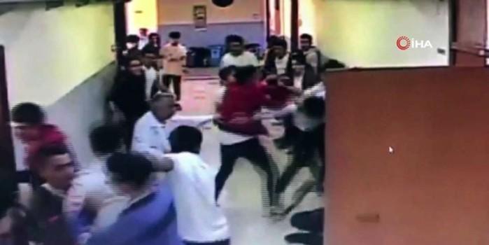 Okul koridorunda korku dolu anlar... Silahla içeri daldı