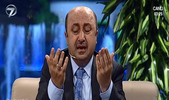 Ömer Döngeloğlu'ndan ağlatan Doğu Türkistan duası