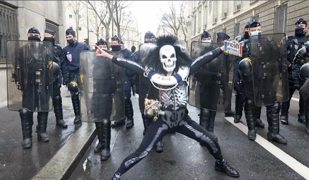 Paris'te protestolar devam ediyor!