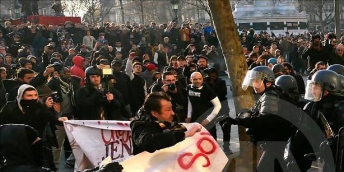 Paris'teki polis şiddeti protestolarında çatışma çıktı