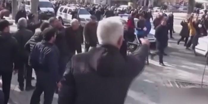 Paşinyan yandaşları ve karşıtları birbirine girdi