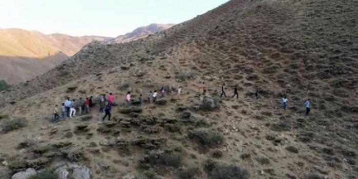 Rakım: 2500... Okul sevgisi uğruna dağ başında ders