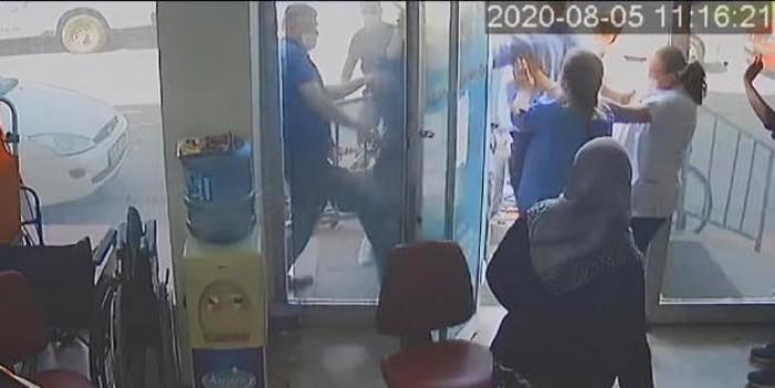Rapor vermeyen doktora saldırı! O an kameralara yansıdı