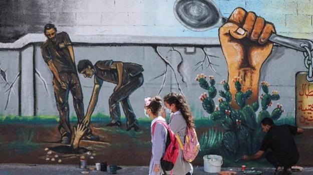 Ressamlar İsrail hapishanesinden kaçan Filistinlileri resmetti Konuşma kısımlarına gerek yok