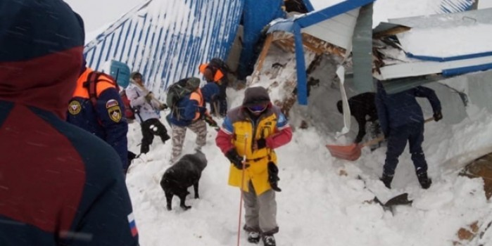 Rusya'da Dombay Kayak Merkezi'ne çığ düştü! 12 kişi çığ altında kaldı