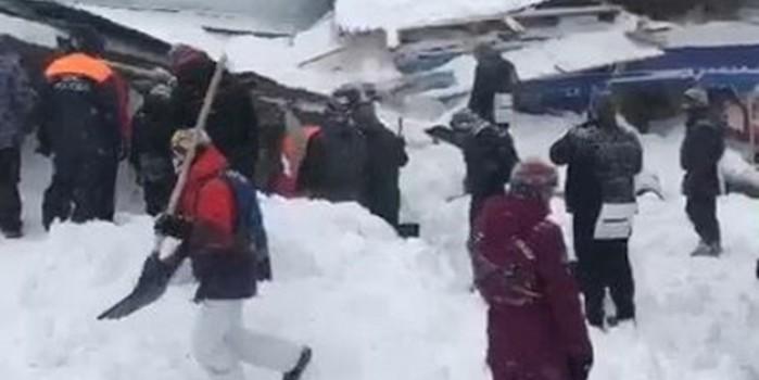Rusya'da facia! 12 kişi kurtarılmayı bekliyor