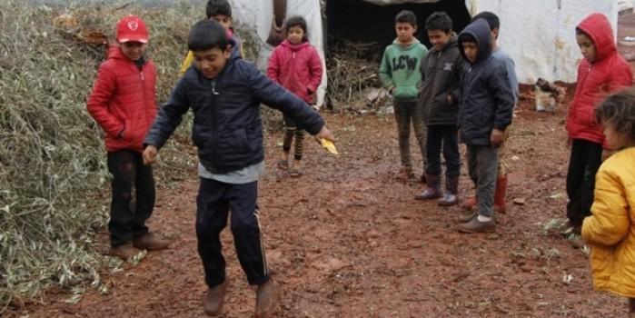 Savaşın mağduru yine çocuklar... Oyun oynamak acılarını unutturacak mı?