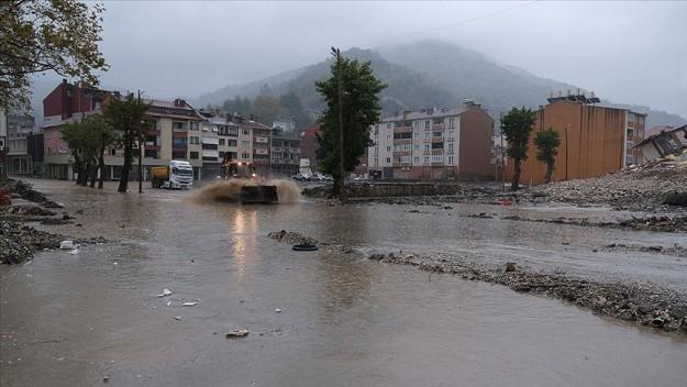Şiddetli yağış Bozkurt'un sokaklarını yeniden sular altında bıraktı
