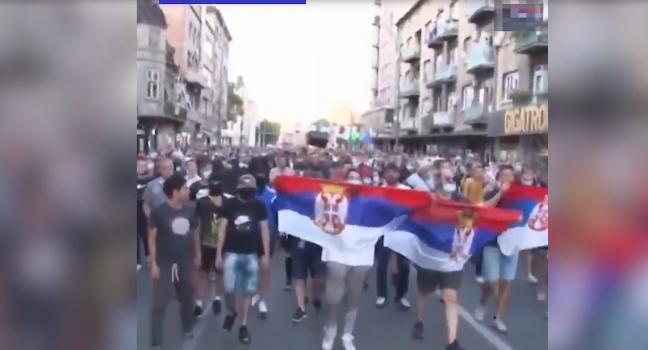 Sırplar hükümete karşı ayaklandı