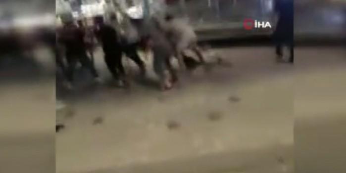 Taksim film sahnelerini aratmayacak bir kavgaya şahit oldu
