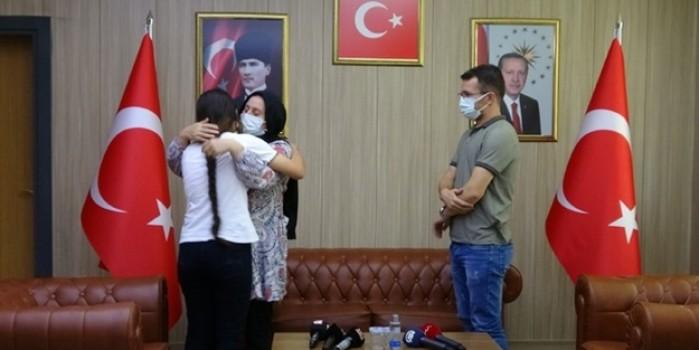 Terör örgütü PKK'dan kaçışlar sürüyor... 2 kadın terörist daha ailelerine kavuştu