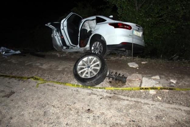 TIR'la çarpışan otomobildeki anne ve oğlu öldü