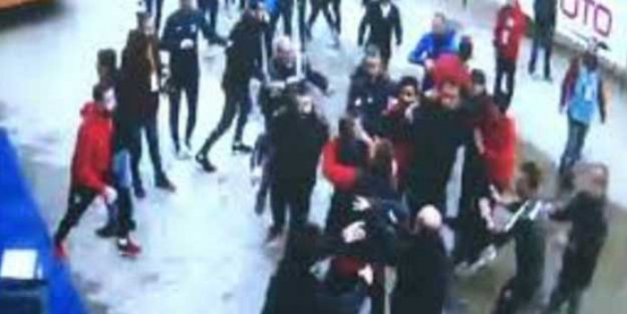 Türk futbolunda kara gün! Başakşehirli futbolcular muhabiri böyle linç etti...