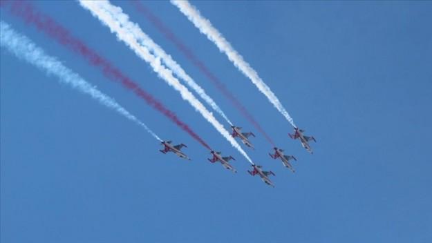 Türk Yıldızları Fethiye'de gösteri uçuşu yaptı