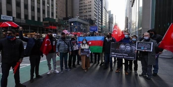 Türkiye'ye dil uzatan FETÖ'cü Enes Kanter ABD'de yaşayan Türkler tarafından protesto edildi