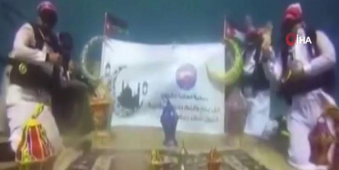 Ürdün'de dalgıçlar Müslüman alemine Ramazan mesajı gönderdi