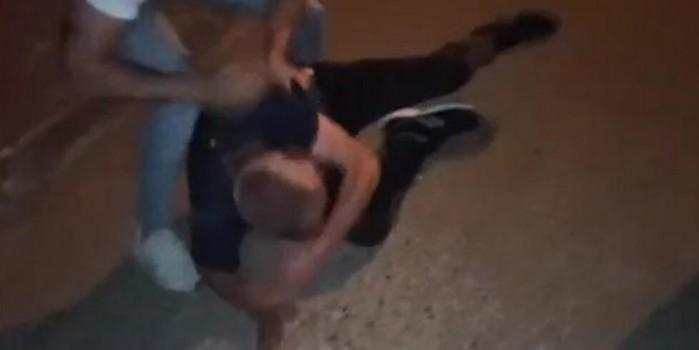 Uyuşturucu sattığı iddia edilen adamı tekme tokat dövdüler
