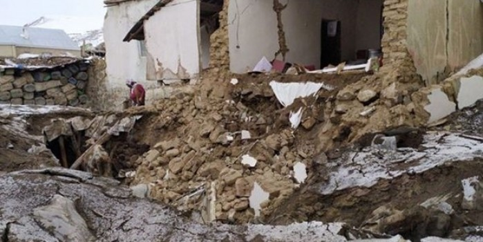 Van ve çevre illerde hissedilen depremden ilk görüntüler