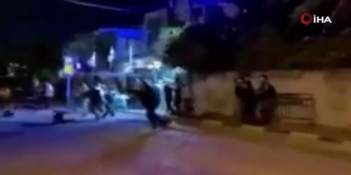 Yahudi yerleşimciler yurtlarından zorla çıkardıkları Filistinlilere saldırdı!